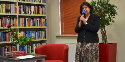 Joanna Pasztaleniec w Miejskiej Bibliotece Publicznej w Mińsku mazowieckim podczas obchodów Dnia Bibliotekarza